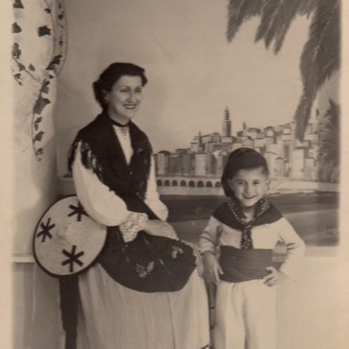 Photo de Bernard enfant en vacances à Menton avec sa maman