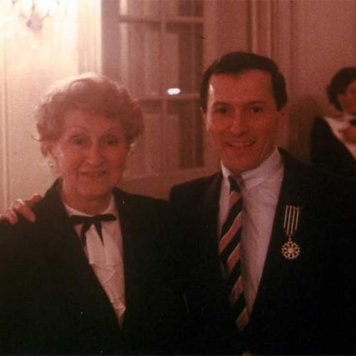 Avec sa mère à la remise de ses Arts et Lettres au Théâtre de la Renaissance